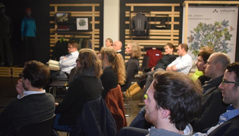 MC Lago Beirat Ralf Geiger - VAUDE Consumer Marketing: Die Zuhörer sind voll konzentriert 60 Min lang mit heisser Diskussion.
