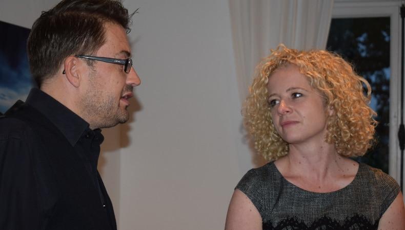 Nach der Praesentation: Maren Seitz und Mark Leinemann im Gespraech